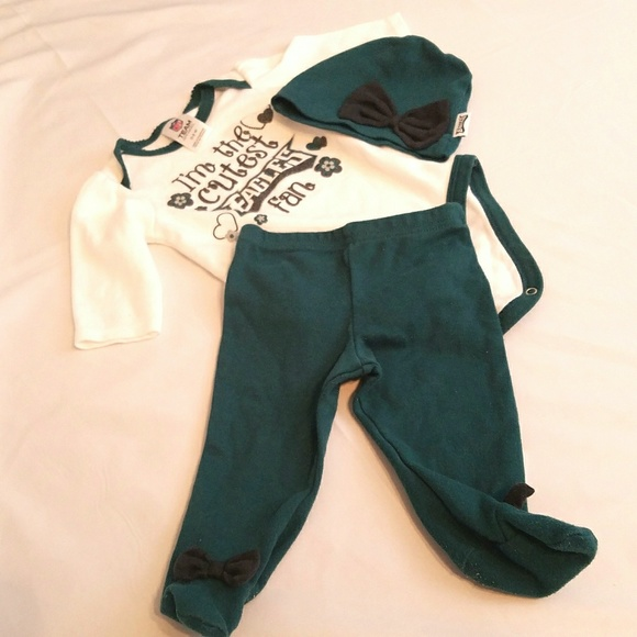 e85b06959356a NFL Philadelphia Eagles Baby Outfit. M_5abed8443316272adff9a2a4
